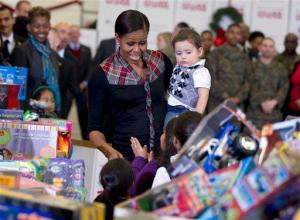 michelle-obama-toys-for-tots1