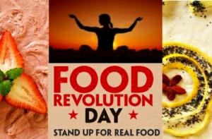20120517_montreal-food-revolution-day-nux-centre-rawsome-raw-food-yoga
